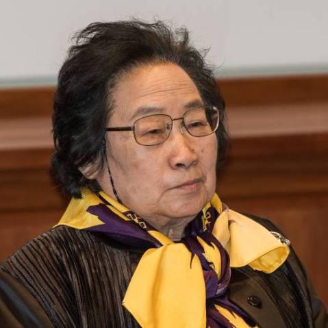 טו יויו, כלת פרס נובל לפיזיולוגיה או לרפואה לשנת 2015, בשטוקהולם